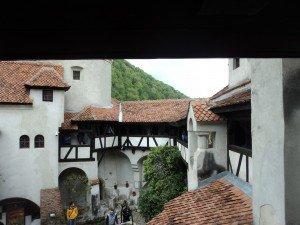 замъкът бран вътрешен двор
