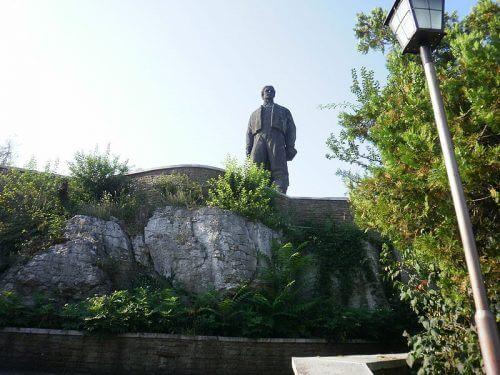 Васил Левски паметник Ловеч