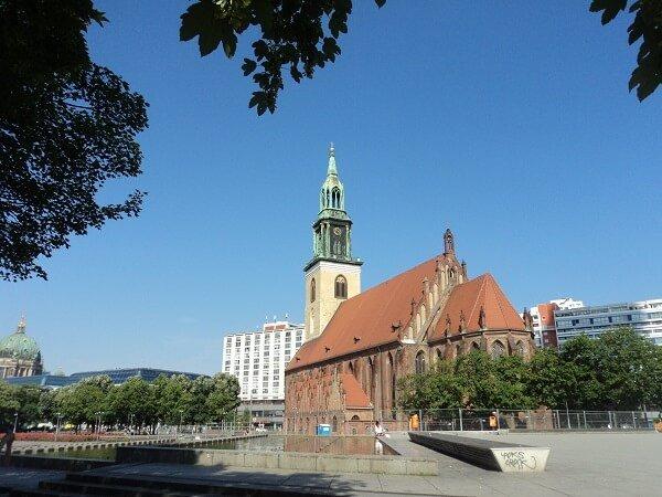 парка около тв кулата в Берлин